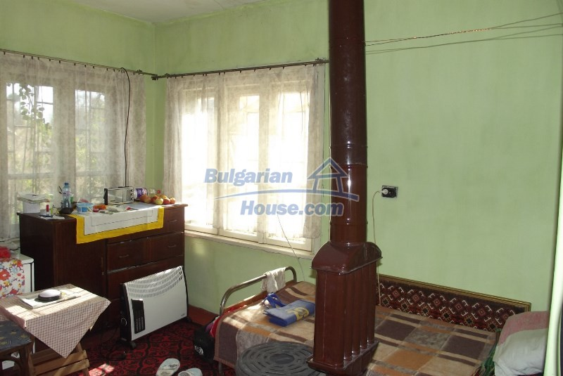 12819:25 - Bulgarian house in good livable condition Vratsa region