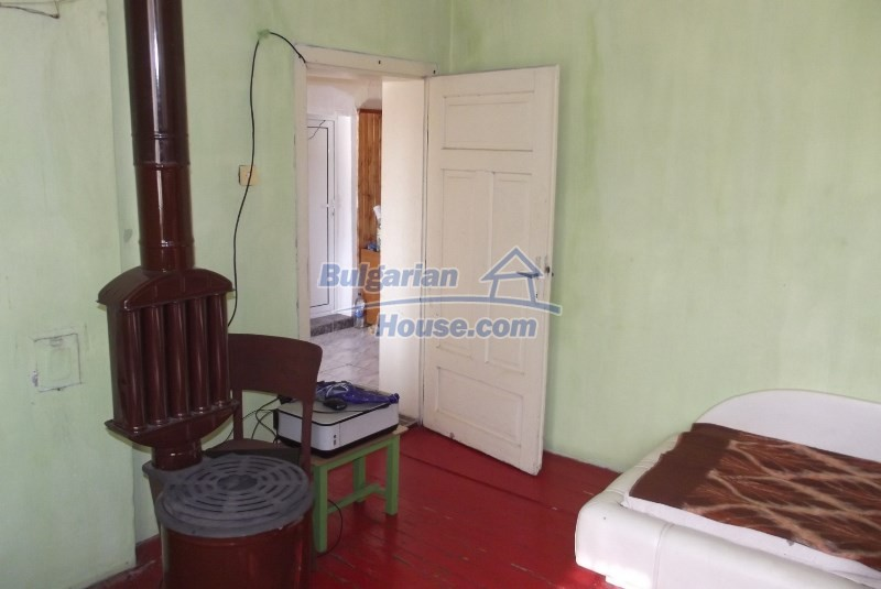 12819:27 - Bulgarian house in good livable condition Vratsa region