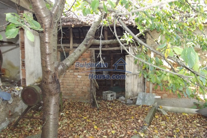 12819:38 - Bulgarian house in good livable condition Vratsa region
