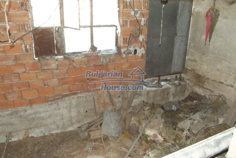 12819:44 - Bulgarian house in good livable condition Vratsa region