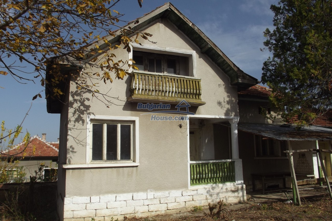 12822:3 - An old Bulgarian property for sale  spacious garden Vratsa