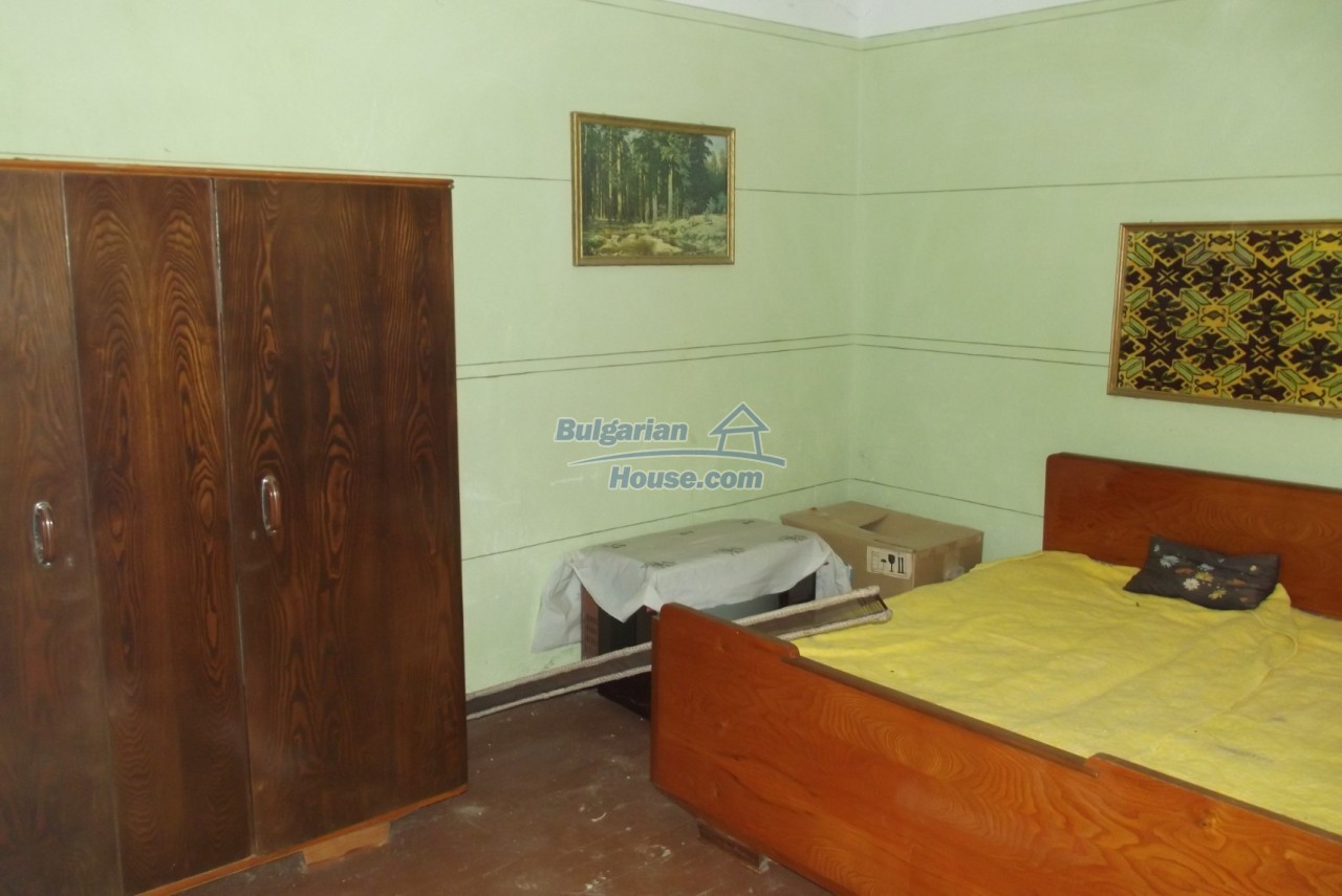 12822:10 - An old Bulgarian property for sale  spacious garden Vratsa