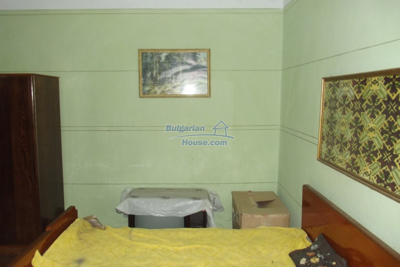 12822:17 - An old Bulgarian property for sale  spacious garden Vratsa