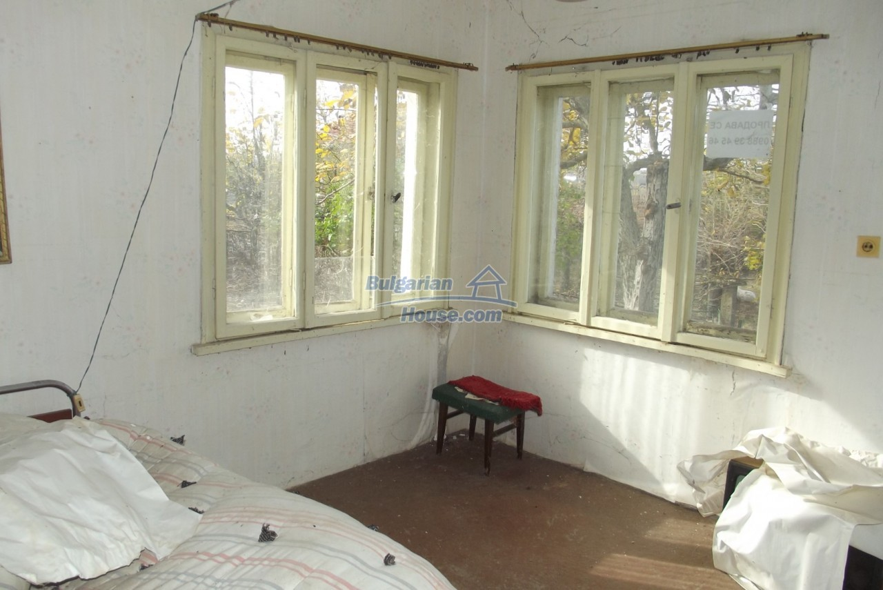 12822:20 - An old Bulgarian property for sale  spacious garden Vratsa