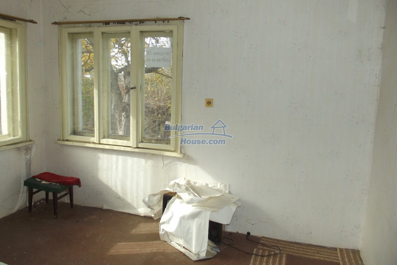 12822:21 - An old Bulgarian property for sale  spacious garden Vratsa