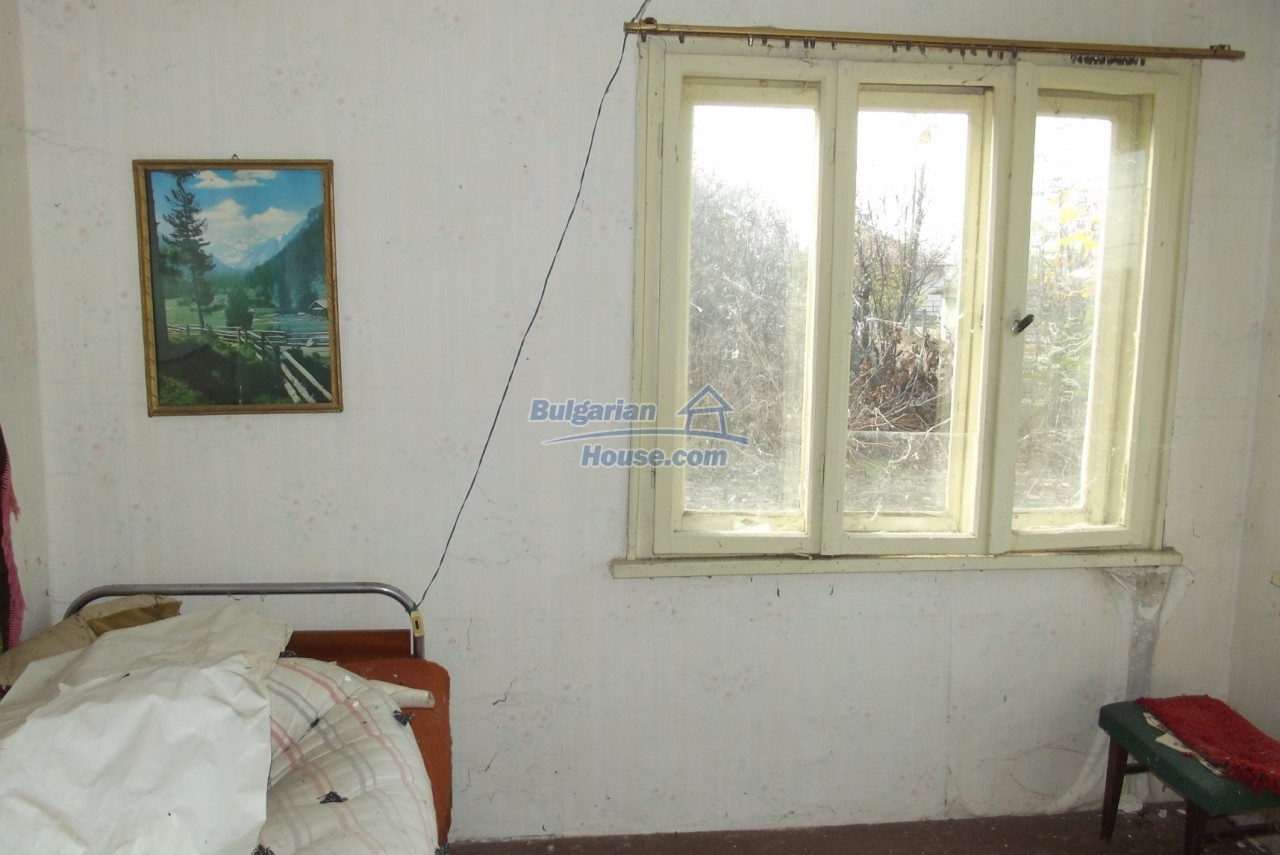12822:22 - An old Bulgarian property for sale  spacious garden Vratsa