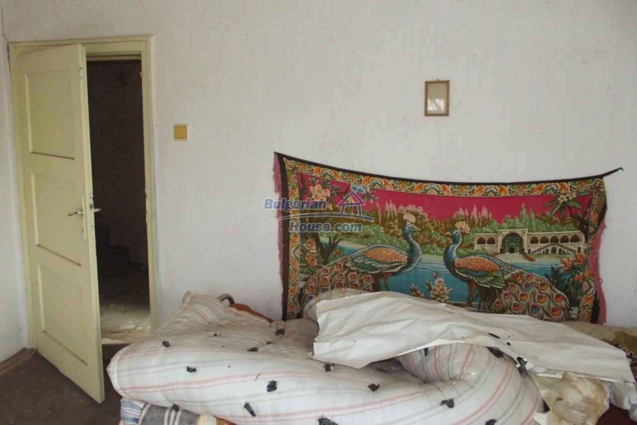 12822:24 - An old Bulgarian property for sale  spacious garden Vratsa