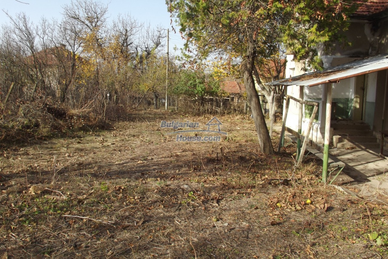 12822:37 - An old Bulgarian property for sale  spacious garden Vratsa