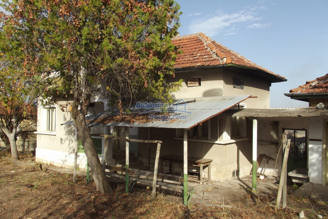 12822:39 - An old Bulgarian property for sale  spacious garden Vratsa