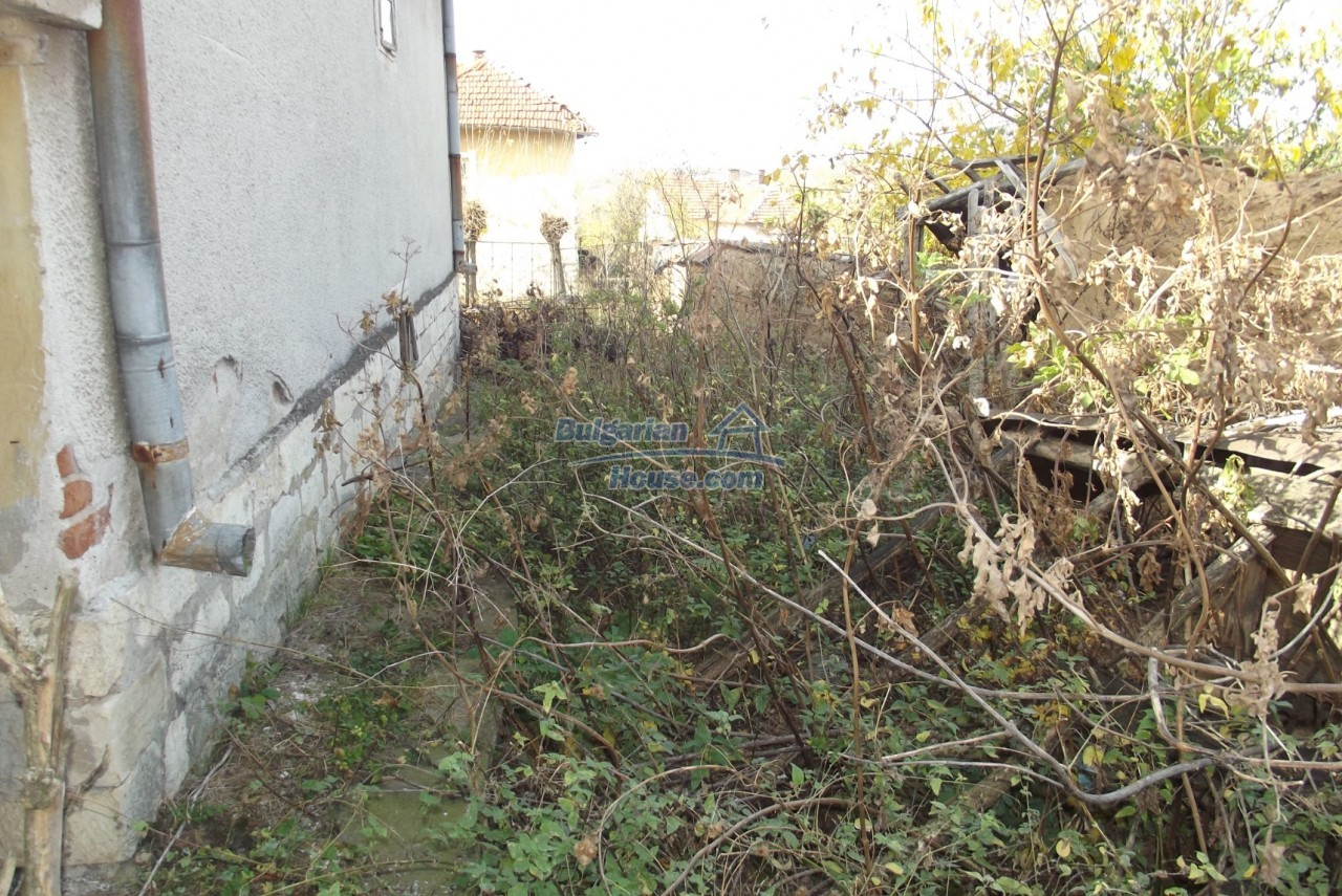 12822:44 - An old Bulgarian property for sale  spacious garden Vratsa