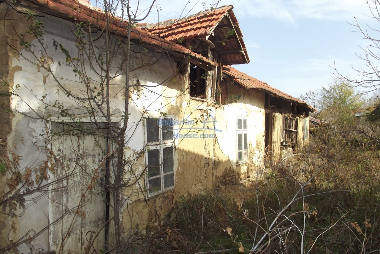 12822:45 - An old Bulgarian property for sale  spacious garden Vratsa