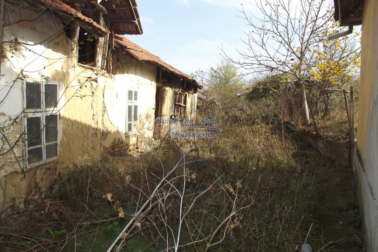 12822:46 - An old Bulgarian property for sale  spacious garden Vratsa