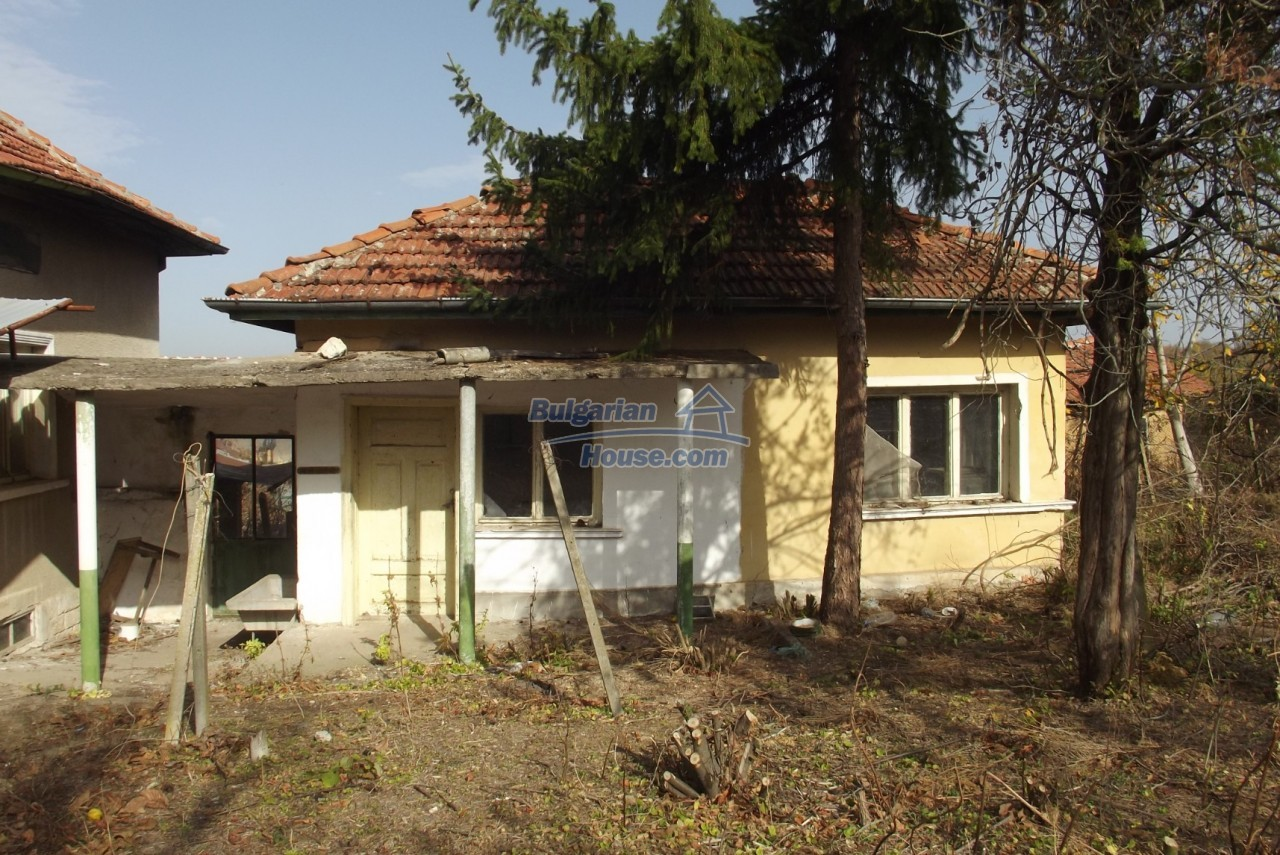 12822:48 - An old Bulgarian property for sale  spacious garden Vratsa