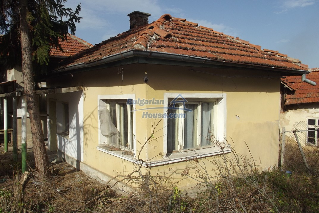 12822:49 - An old Bulgarian property for sale  spacious garden Vratsa