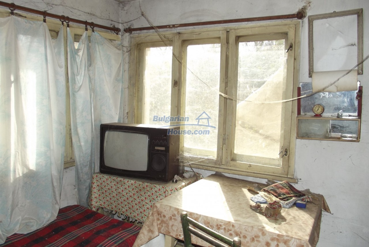 12822:55 - An old Bulgarian property for sale  spacious garden Vratsa