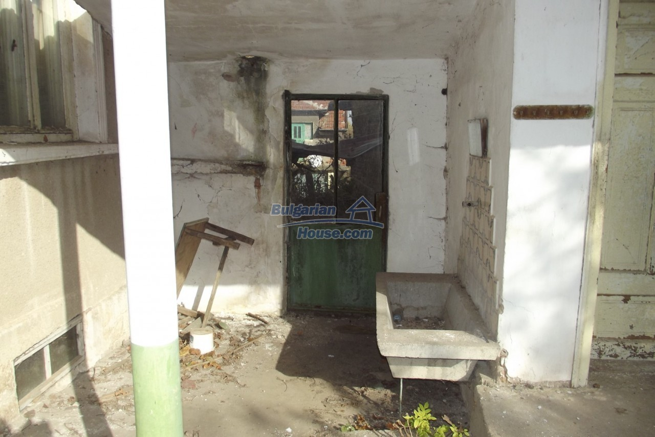12822:61 - An old Bulgarian property for sale  spacious garden Vratsa