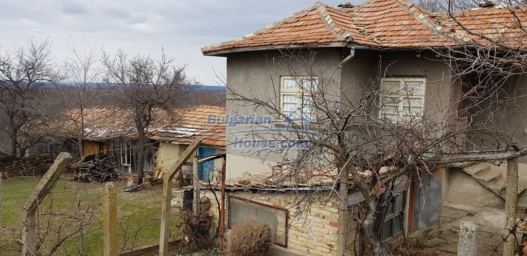 12823:4 - Cheap Bulgarian house with garden 5000sq.m next to lake
