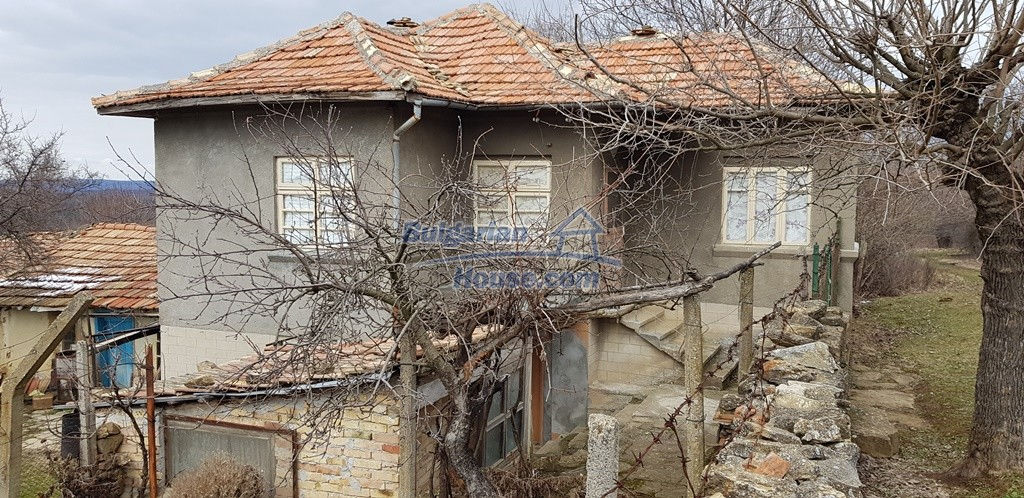 12823:3 - Cheap Bulgarian house with garden 5000sq.m next to lake