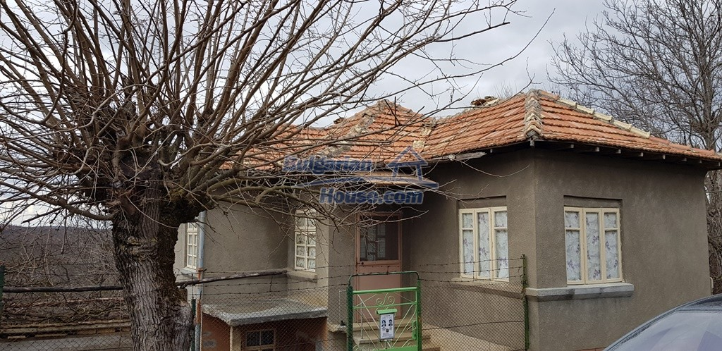 12823:10 - Cheap Bulgarian house with garden 5000sq.m next to lake