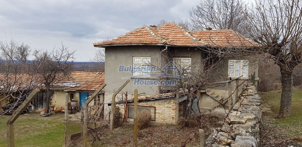 12823:8 - Cheap Bulgarian house with garden 5000sq.m next to lake