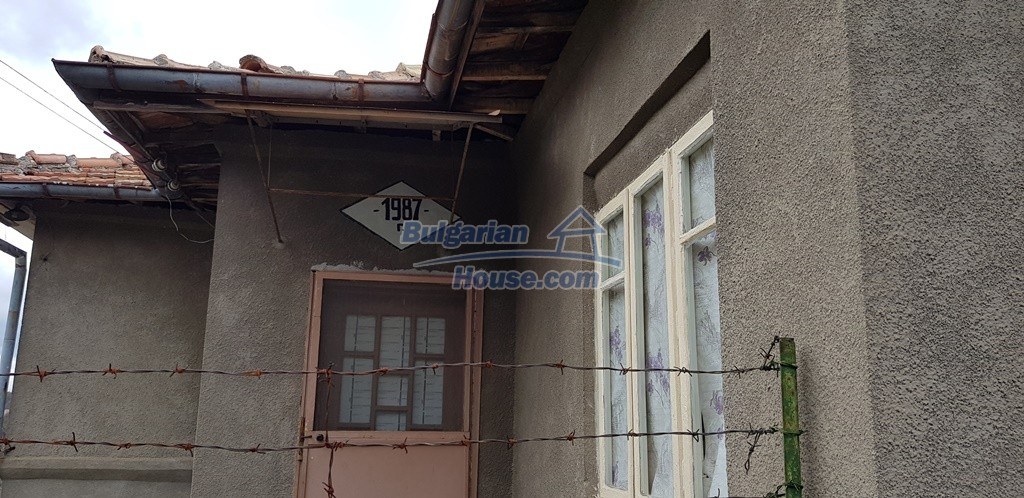 12823:16 - Cheap Bulgarian house with garden 5000sq.m next to lake