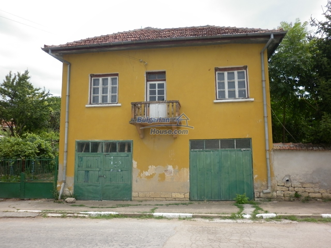 12825:2 - Yellow House with two garages in Galatin , Vratsa district
