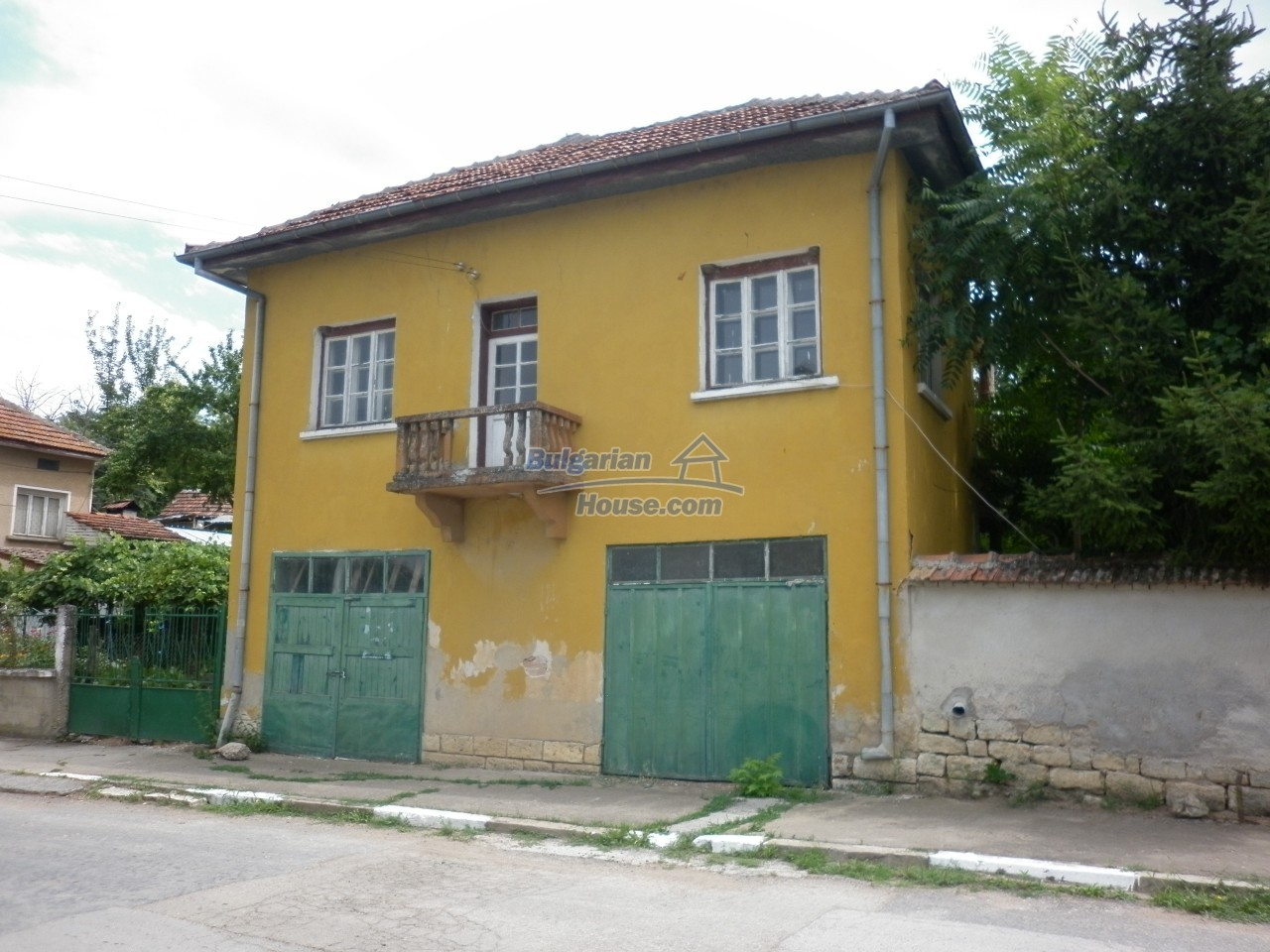 12825:5 - Yellow House with two garages in Galatin , Vratsa district