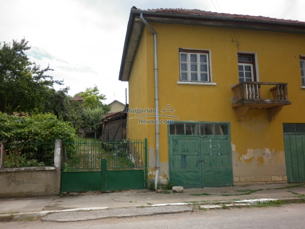 12825:6 - Yellow House with two garages in Galatin , Vratsa district