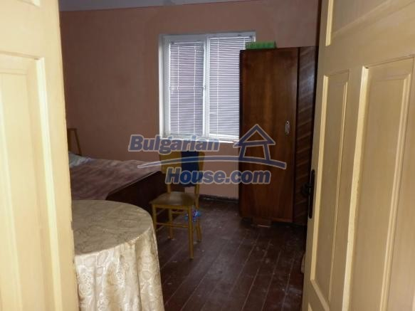 12828:27 - Renovated Bulgarian home for sale 25 km from Vratsa 139 to Sofia