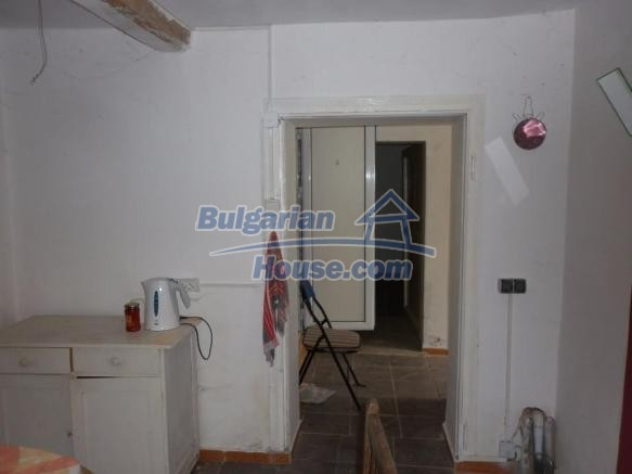 12828:21 - Renovated Bulgarian home for sale 25 km from Vratsa 139 to Sofia