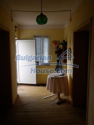 12828:33 - Renovated Bulgarian home for sale 25 km from Vratsa 139 to Sofia
