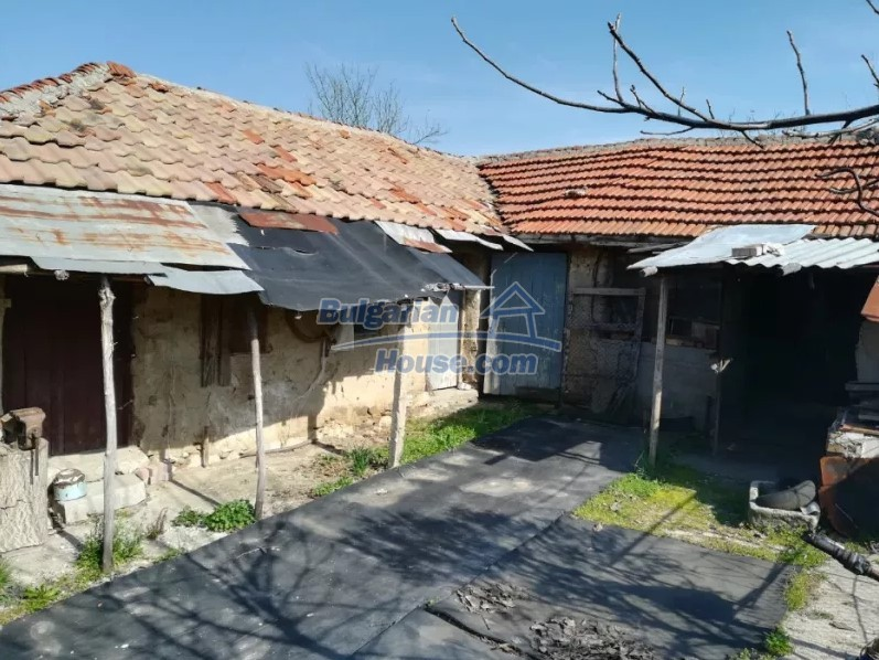 12833:10 - Bulgarian house with big garden near dam lake, Stara Zagora