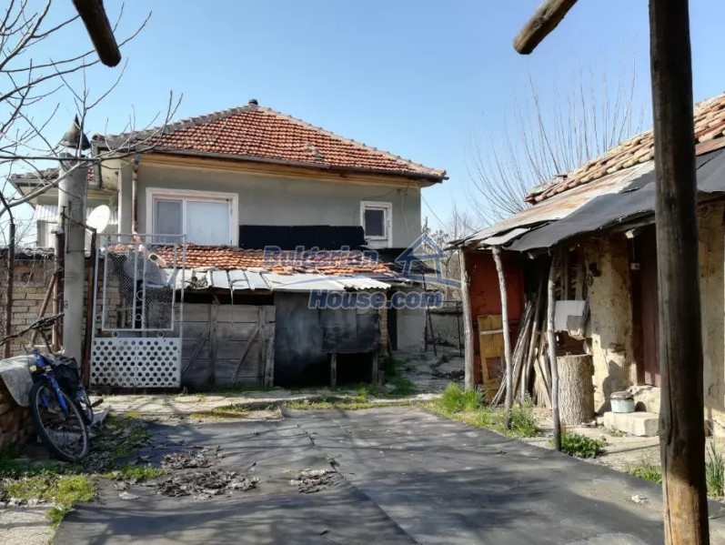 12833:11 - Bulgarian house with big garden near dam lake, Stara Zagora