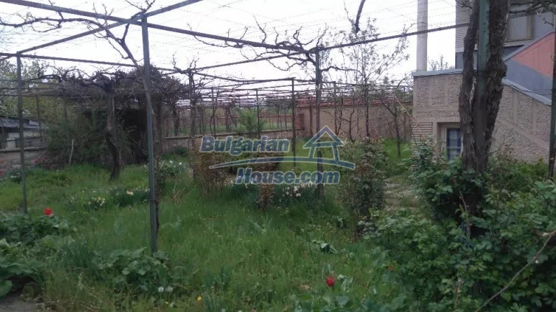12835:12 - Bulgarian rural house -6 rooms and summer kitchen near Sliven