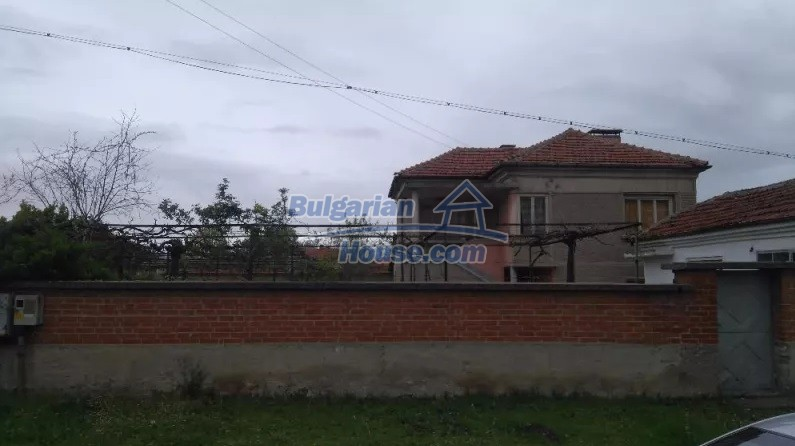 12835:8 - Bulgarian rural house -6 rooms and summer kitchen near Sliven