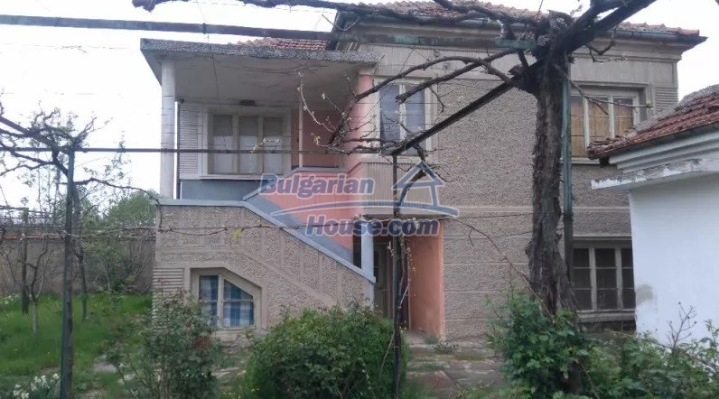 12835:9 - Bulgarian rural house -6 rooms and summer kitchen near Sliven