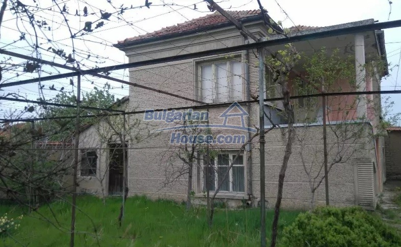 12835:13 - Bulgarian rural house -6 rooms and summer kitchen near Sliven