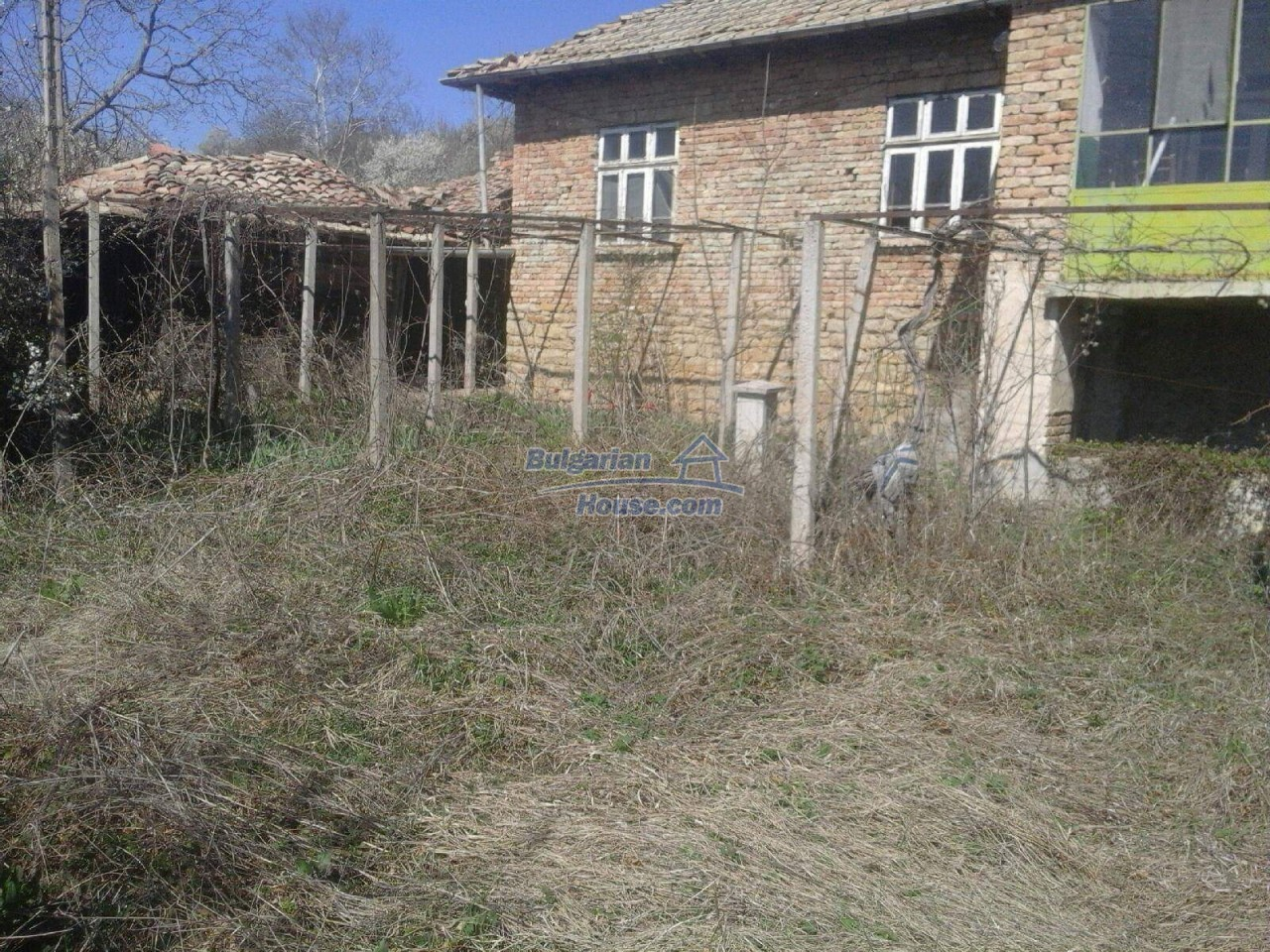 12840:2 - Extremely cheap Bulgarian property for sale near lake