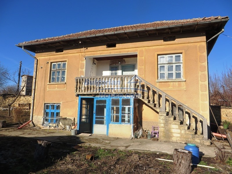 12841:1 - Partly renovated rural house in the region of Veliko Tarnovo