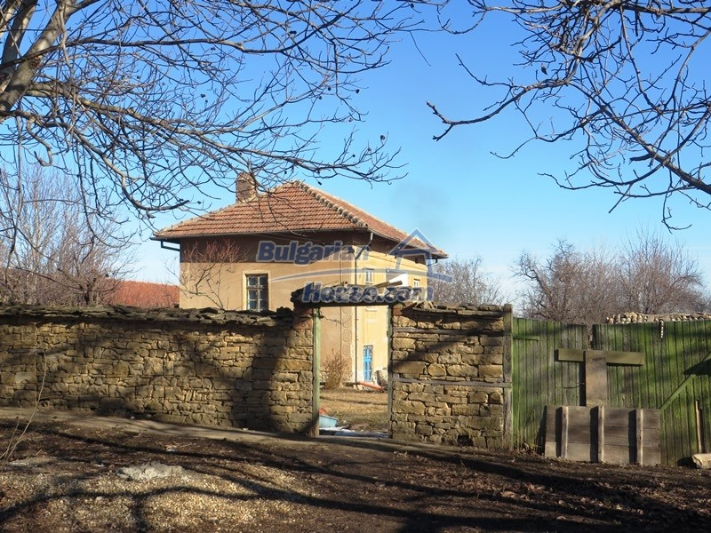12841:2 - Partly renovated rural house in the region of Veliko Tarnovo
