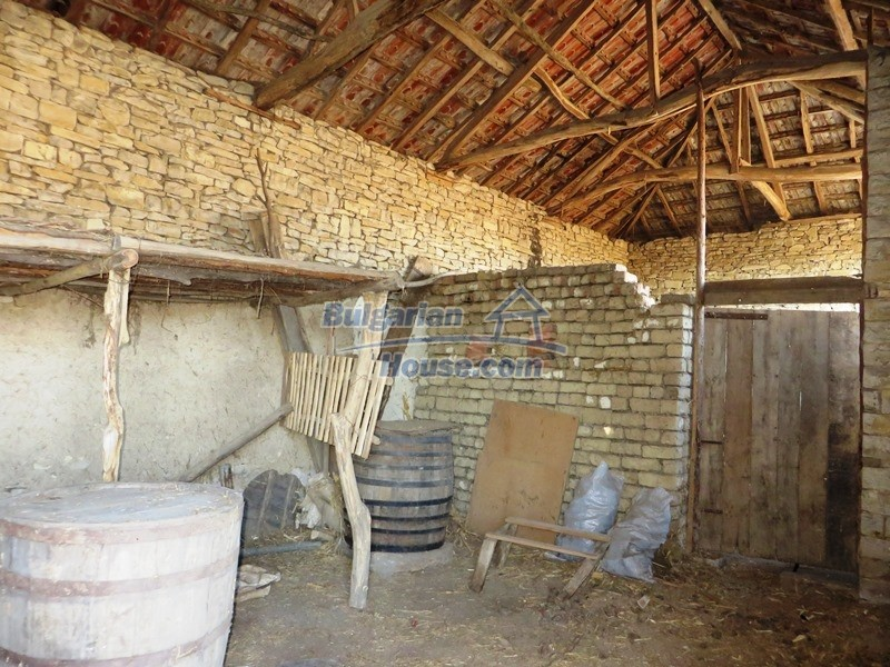 12841:19 - Partly renovated rural house in the region of Veliko Tarnovo