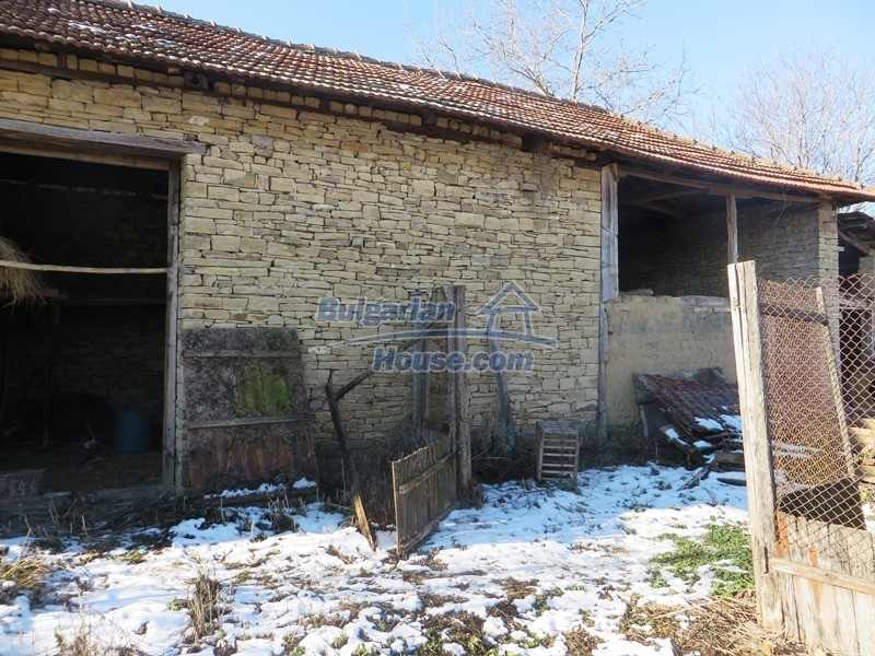 12841:20 - Partly renovated rural house in the region of Veliko Tarnovo