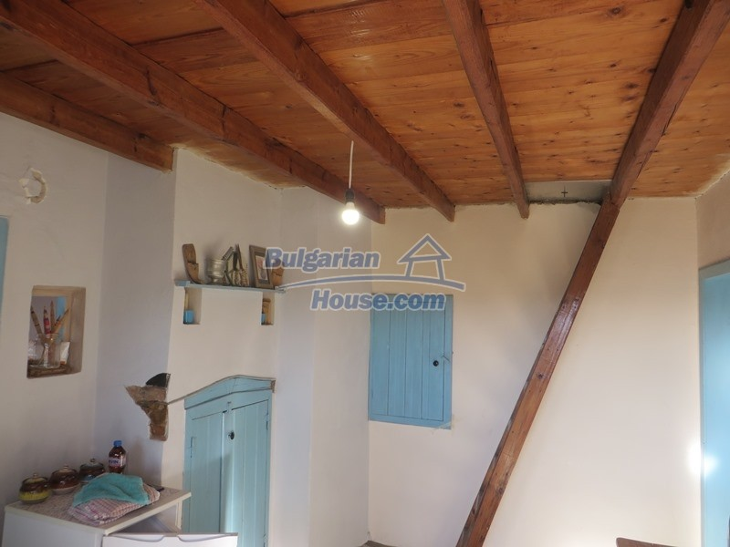 12841:17 - Partly renovated rural house in the region of Veliko Tarnovo