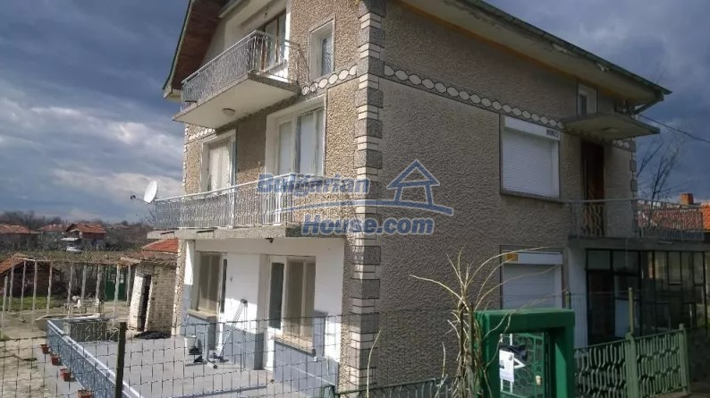 12843:2 - Bulgarian house for sale with 3 floors and 8 rooms