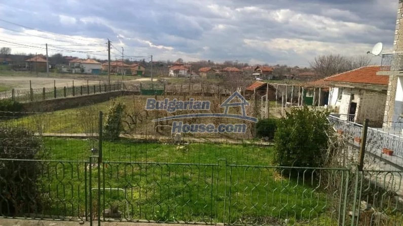 12843:3 - Bulgarian house for sale with 3 floors and 8 rooms