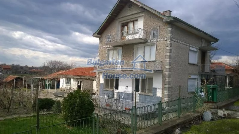 12843:1 - Bulgarian house for sale with 3 floors and 8 rooms