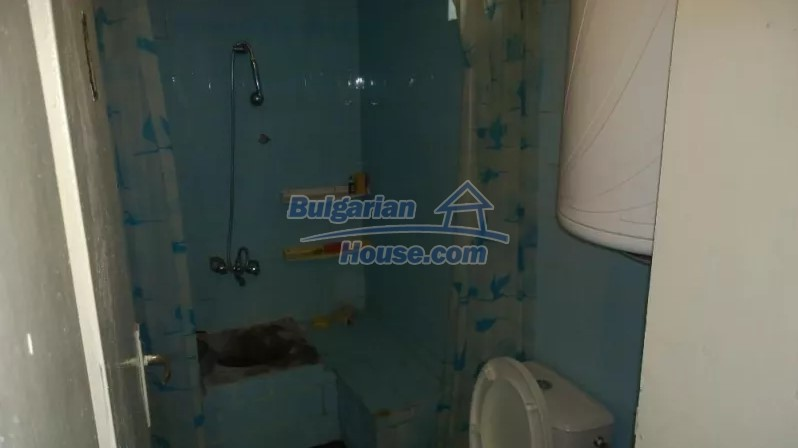 12843:6 - Bulgarian house for sale with 3 floors and 8 rooms