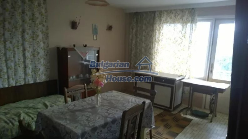 12843:5 - Bulgarian house for sale with 3 floors and 8 rooms