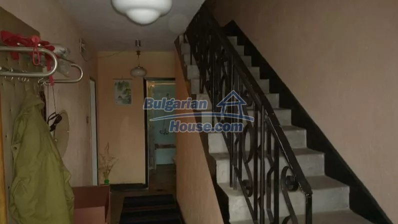 12843:7 - Bulgarian house for sale with 3 floors and 8 rooms