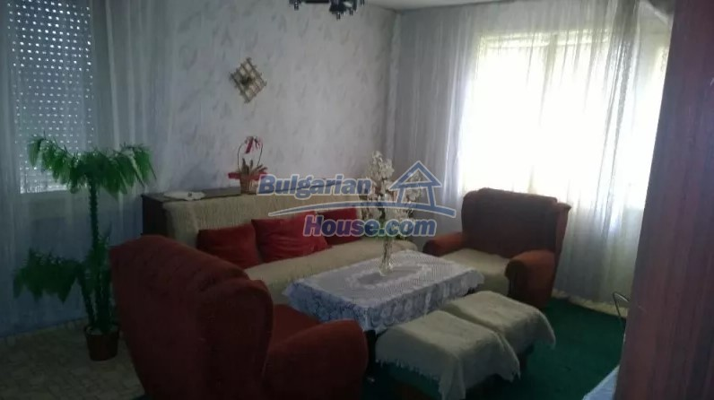 12843:8 - Bulgarian house for sale with 3 floors and 8 rooms